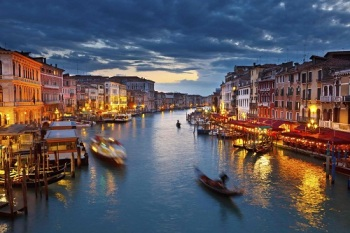 venice-canal-grande-nightview