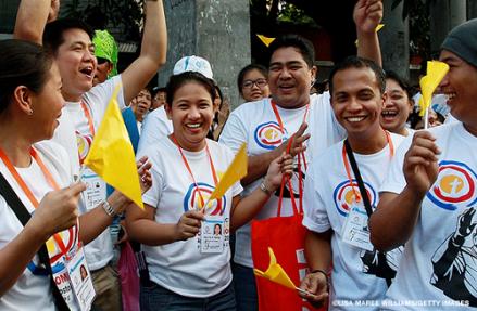 Filipino_happy_2_Pope_CNNPH