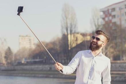 selfie-snapper thegospelcoalition dot org